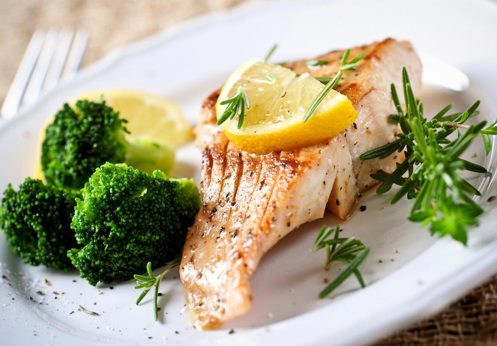 Salmone e contorno di broccoli