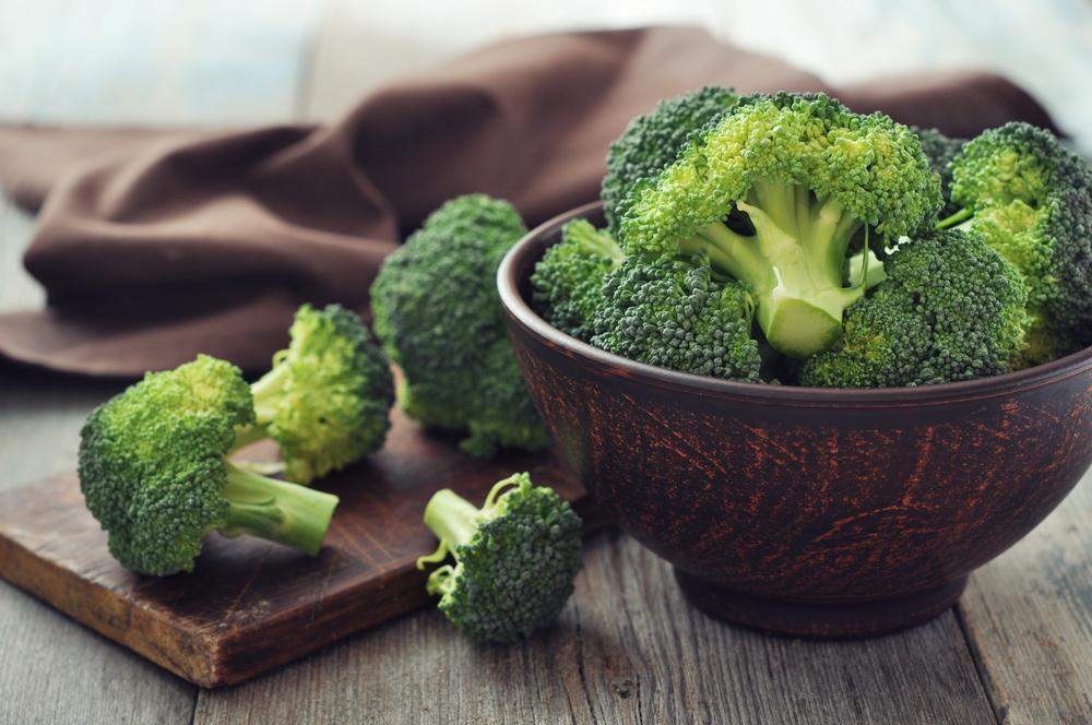 Una ciotola di broccoli