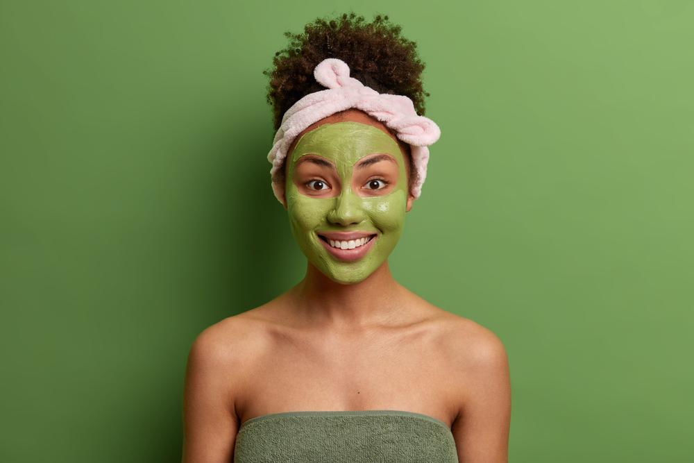 Una maschera all'argilla verde
